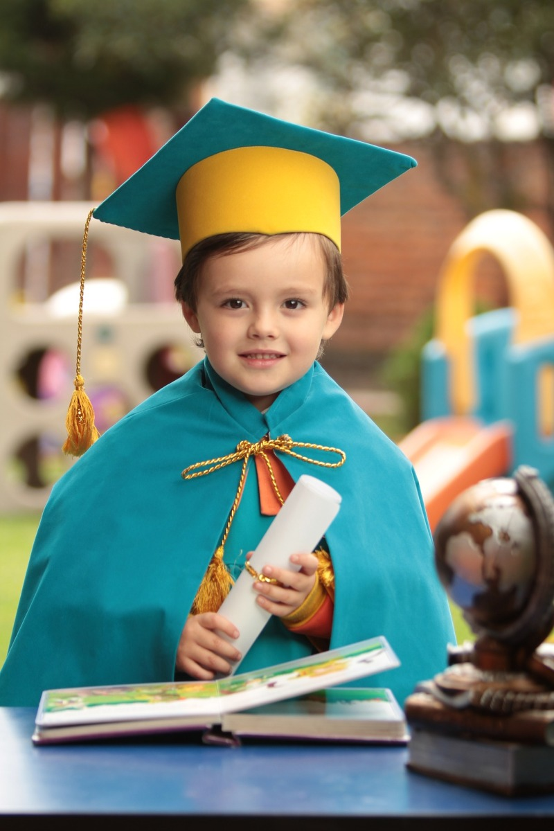 Sobre formatura em instituições de Educação Infantil